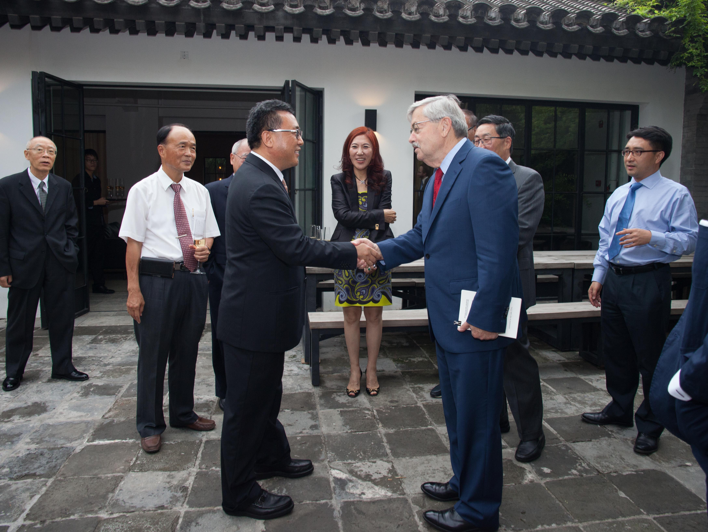 Ya-Qin Zhang and Ambassador Branstad shaking hands